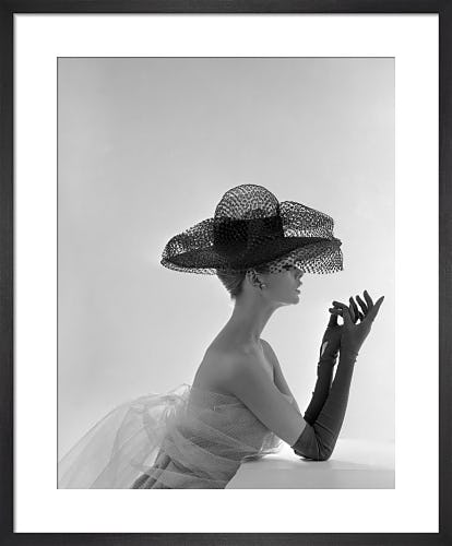 Jean Shrimpton in Madame Paulette hat by John French