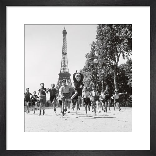 Les jardins du Champ de Mars, 1944 by Robert Doisneau